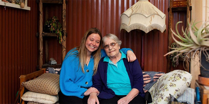 Maddi Mitchell, 23, and Sharon Olsen, 80, became firm friends during level 4, when Mitchell volunteered to deliver Olsen's groceries. Photo credit: Stuff.